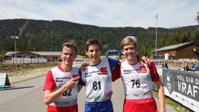 Sieger im Massenstart: Nico Ehrmann vom SV Virnsberg (Mitte)